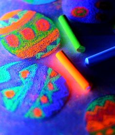 Kids Art Easter Craft-Glow in the dark egg art