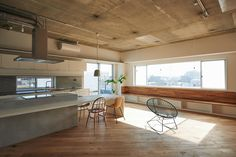 Sunny B. is a minimal space located in Kanagawa, Japan, designed by Tenhachi. (5)