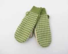 Cashmere Wool Mittens Fleece Lined Apple Green and Cream  Houndstooth Check  Recycled Wool Sweater Mittens