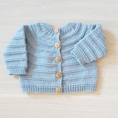 This post was discovered by Nu Baby Boy Knitting Patterns, Baby Sweater Knitting Pattern, Knitted Baby Cardigan, Knit Baby Sweaters, Knitted Coat, Boys Sweaters, Cardigan Pattern, Knitting For Kids, Baby Patterns