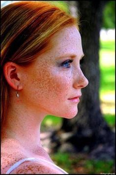 Para todos ustedes que simplemente copiar y pegar en goole traducir, me río de usted Redhead (natural) with freckles &  blue eyes.