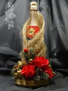 Wine Bottle Gift, Wine Bottle Covers, Wine Bottle Crafts, Bottle Art, Christmas Crafts, Christmas Decorations, Xmas, Chocolate Bouquet, Altered Bottles