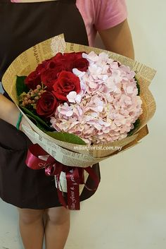 准备好圣诞礼物了吗? 来米兰看看吧 Find On What Christmas Gift To Prepare? Shop With Us & Find What You Love! - milanflorist.com.my #圣诞花饰,#圣诞礼物,#花束 #ChristmasGift,#ChritsmasFlowers,#ChristmasIdea,#Flower,#MilanStyle,#milanflorist,#MFMA 米兰花屋 Milan Florist Mount Austin Tel:016-7677027/016-7704487 www.milanflorist.com.my