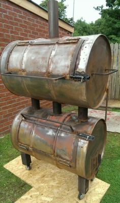 Homemade smoker, that is so cool! Barrel Bbq, Barrel Smoker, Diy Smoker, Homemade Smoker, Diy Outdoor Kitchen, Outdoor Cooking, Backyard Bbq Pit, Bbq Equipment, Offset Smoker