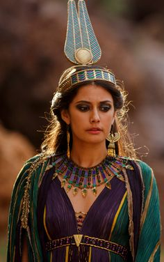 "Sibylla Deen as Ankhesenamun in the miniseries ""Tut""."