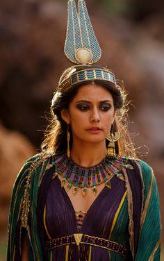 """Sibylla Deen as Ankhesenamun in the miniseries """"Tut""""."""