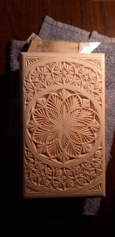 Wood carving geometry - Quilling Deco Home Trends Chip Carving, Wood Carving, Wood Projects, Projects To Try, Geometric 3d, 3d Pictures, Home Trends, Bird Drawings, Quilling