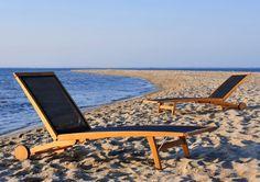 Leżaki Merlin na plaży w Rewie
