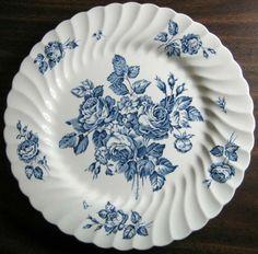 9 x Beautiful crisp color. Antique Dishes, Vintage Dishes, Blue Plates, China Plates, Blue Onion, White Dishes, Blue And White China, Vintage Plates, Porcelain Ceramics