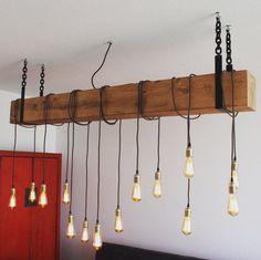 Dit product wordt op aanvraag gemaakt en kan in iedere lengte tussen 100 en 200 cm geleverd worden. Maak je kamer gezellig met deze industriële hanglamp. De lamp heeft zijn stoere en warme uitstraling te danken aan de grove houten balk en het behoud van de natuurlijke kleur. Het moderne design is een eye-catcher in iedere woonkamer. De lamp is voorzien van een speciale wax behandeling waardoor hij een nog betere, rustieke look creëert in uw huiskamer of boven de eettafel. Daarnaast is de…
