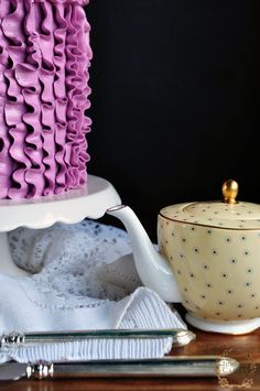 Mother's Day Recipe and Tutorial: Blackberry and Vanilla Ruffle Cake!