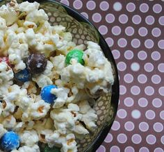white chocolate covered popcorn with m's and pretzels! Sweet and Salty effect! Fall Snacks, Quick Snacks, Just Desserts, Delicious Desserts, Yummy Food, Chocolate Covered Popcorn, Best White Chocolate, Tasty Kitchen, Chocolate Recipes