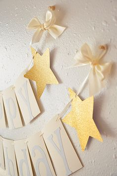 This glitter gold Happy Birthday banner is so irresistible! It can be such a chic party centerpiece for your star themed birthday party.