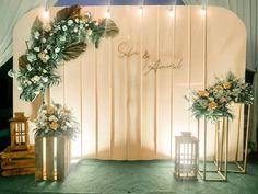 Wedding Stage Backdrop, Wedding Backdrop Design, Wedding Wall Decorations, Engagement Decorations, Backdrop Decorations, Photo Booth Backdrop, Wedding Table Layouts, Wedding Couple Pictures, Spring Wedding Inspiration