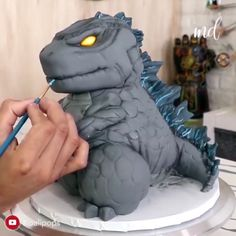 cake decorating videos King of the Monsters birthday cake Cake Decorating Videos, Cake Decorating Techniques, Anniversaire Godzilla, Godzilla Birthday Party, Godzilla Party, Godzilla Godzilla, Godzilla Comics, Monster Birthday Cakes, Sculpted Cakes