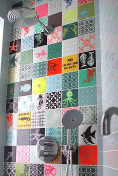 Cement tiles climb the walls! Cement tiles climb the walls! Tile stickers Tiles for Kitchen/Bathroom Back splash Floor Patchwork Tiles, Patchwork Patterns, Tile Patterns, Ideas Baños, Deco Originale, Bathroom Colors, Tile Bathrooms, Funky Bathroom, Bathroom Modern