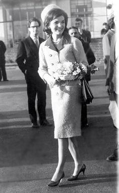 Jackie Kennedy wearing the pink suite in London 1962