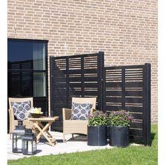 Plus schutting vuren Outdoor Privacy, Outdoor Fire, Outdoor Living, Outdoor Spaces, Outdoor Chairs, Outdoor Furniture Sets, Outdoor Decor, Garden Sitting Areas, Back Garden Design