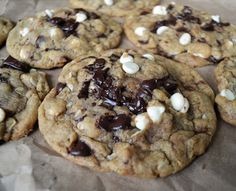 I had no white chocolate so I used pecans instead, and I found the temperature a little low, but so yummy!!!! Butter Chocolate Chip Cookies, White Chocolate Chips, Honey Cookies, Marry Me Chicken Recipe, Parmesan Cream Sauce, Top Recipes, Dinner Recipes, Yummy Recipes, Delicious Desserts