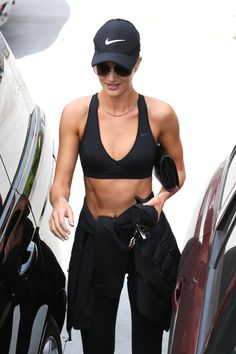 Rosie Huntington-Whiteley Takes a Trip to LACMA: Photo Rosie Huntington-Whiteley shows off her toned abs in a sports bra while heading out of the gym on Friday afternoon (July in West Hollywood, Calif. Rosie Huntington Whiteley, Workout Wear, Workout Shirts, Fitness Shirts, Post Workout, Body Inspiration, Fitness Inspiration, Sport Fashion, Fitness Fashion