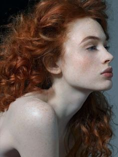 Girl with red curls and white opaque skin with freckles Pretty People, Beautiful People, Beautiful Women, Most Beautiful Faces, Beautiful Person, Beautiful Things, Red Curls, Loose Curls, Beautiful Redhead