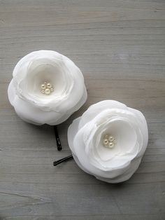 DIY hair pins with chiffon flower.