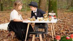 """Tabourets et table """"My Lovely Ballerine"""" - Blanc et noir - Hêtre massif - à partir de 3 ans. A partir de 182 € le tabouret et 299 € la table basse."""
