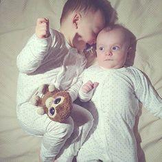 To brødre i deilig bambuspysj fra Hust & Claire  Mange elsker disse pysjene fordi de puster godt slik at barna ikke blir svette/klamme om natta. Takk for bildet @randifay :) #hustandclaire #bambus #pysjamas #bambuspysj #vårnyheter #barneklær #babyklær #smaaungene #nettbutikk