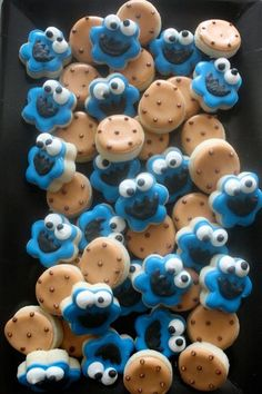 Set includes 3 dozen mini cookies, 18 chocolate chip cookies and 18 cookie monster faces. Our cookies are baked soft, hand decorated in sweet vanilla bean glaze, and heat sealed to lock in the fresh baked taste Mini Cookies, Cookies For Kids, Fancy Cookies, Cut Out Cookies, Iced Cookies, Cute Cookies, Royal Icing Cookies, Cookies Et Biscuits, Cupcake Cookies