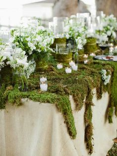 Moss table decoration. Hot new wedding trend: Greenery – Pantone colour of the year 2017
