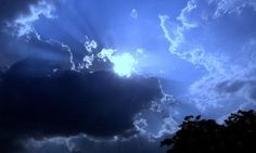 The ancient Greeks had no concept of the color blue. And neither, as a matter of fact, did the Icelandic sagas, to the bible…Amazing. (Radiolab - Why Isn't the Sky Blue? Pale Face, Sun And Clouds, Pinterest Photos, Weird World, Beautiful Sky, Color Theory, Night Skies, Sunrise, Amor