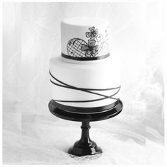 Black and White Wedding Cake {the top tier is cheesecake!} Black and White Wedding Cake {the top tier is cheesecake! Black And White Wedding Cake, White Wedding Cakes, Black White, Cake Wedding, White Gold, Wedding Cheesecake, Black Fondant, White Cakes, Cake Tasting