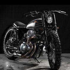 Kawasaki W650 by Cafe Racer Dreams. (via Kawasaki W650 by CRD | Bike EXIF)