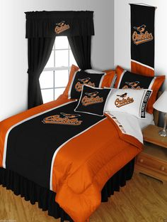 San Antonio Spurs NBA Basketball Bedding can be found at the lowest price every day at the Domestic Bin. Shop at the domestic for all the best NBA basketball bedding. Basketball Bedding, Sports Bedding, Nba Basketball, Full Size Comforter Sets, Queen Bedding Sets, San Antonio Spurs, Mlb, Oklahoma City Thunder, Thunder Nba