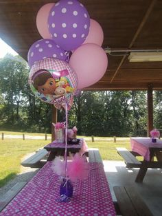 Centerpiece idea for a Doc McStuffins Birthday Party - Modernes 3rd Birthday Cakes, Girl 2nd Birthday, 4th Birthday Parties, Birthday Ideas, Balloon Toys, Balloons, Doc Mcstuffins Birthday Party, Doctor Mcstuffins Party Ideas, Party Fiesta