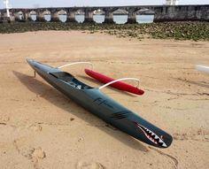 OC1 Féline - Woo Outrigger Catamaran, Shark Painting, Outrigger Canoe, Wet Dreams, Canoe And Kayak, Camping Stuff, Small Boats, Kayaks, Boat Building