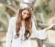 Rozpuszczone włosy na ślubie