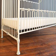 Bratt Decor Venetian Daybed Kit in Distressed White(Crib Sold Separately)