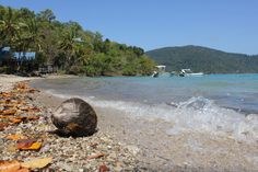 Dorian Aust: Long Island is one of the most interesting Islands of the Whitsundays, as it's very diverse. This photo aims to present the different sceneries found on Long Island.