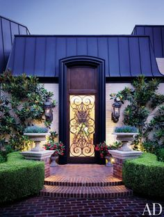 Front-Door Decor That Stands Out Photos   Architectural Digest
