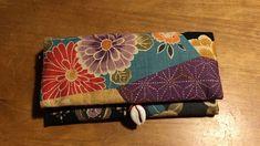 一枚の布を折るだけ一番簡単な長財布の作り方♪小銭入れもカード入れもあるよ | つれづれリメイク日和 Japanese Textiles, Japanese Fabric, Sewing Crafts, Sewing Projects, Craft Projects, Purse Patterns, Sewing Patterns, Origami, Fabric Wallet