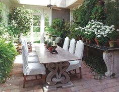 Love this little outdoor space.
