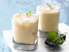 Wildfrucht-Smoothie - mit Zitronenmelisse - smarter - Kalorien: 193 Kcal - Zeit: 5 Min. | eatsmarter.de Melisse gibt eine besondere Note.
