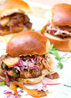 Mexican-Spiced Grilled Chicken Sliders | Best grilled chicken sandwich ever: Mexican-spiced grilled chicken sliders with BBQ caramelized onions and chipotle coleslaw. @panningtheglobe
