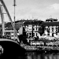 Lugares con encanto, try any city or town in the Basque Country and you will find out what it means to be charming. #euskadi #streetphotography #nikonphotography #realphotography #visit #paisvasco #blackandwhitephotography #traveller #natureperfection #naturelovers #travelling #newdestination #discover #thequotecouple #bondsandkindness #architecture #fridaymotivation #dailypic #exklusive_shot #travelgram #instatravel #powerfulphography #travelphotography  #bnw #monochrome #noir  #Regram via…