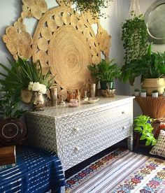 Jute on the wall,  Kilim on the floor,  Silver & brass, A touch of copper…