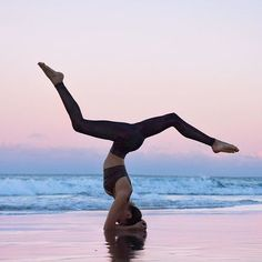 Image about fit in Yoga, surf, travel by Emmy - Pilates, Surf Trip, Surf Travel, Yoga Pictures, Yoga Posen, Yoga Dance, Beach Poses, Yoga Motivation, Beach Yoga