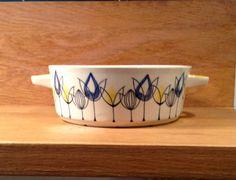 A bunch of hand-decorated tulips from Stavangerflint Stavangerflint FLAMINGO casserole whitout cap Vintage cookware from Stavangerflint Glass Vessel, Cookware, Norway, Tulips, Flamingo, Casserole, Yellow, Blue, Cap