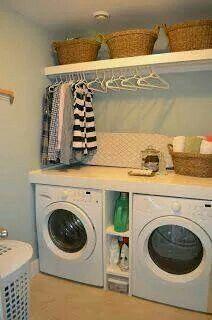 Wasmachine, droger en benodigdheden.. netjes bij elkaar opgeborgen :)