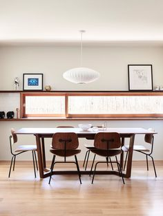 The Sydney home of Daniel North and Catherine Downie. Photo – Eve Wilson, production – Lucy Feagins / The Design Files. Workspace Inspiration, Room Inspiration, Interior Inspiration, Eames, Esstisch Design, Dining Table Design, Dining Tables, Dining Rooms, Built In Microwave